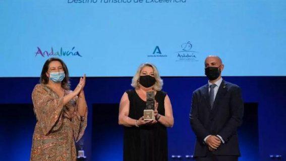 Almuñécar recibe el reconocimiento 'Destino Turístico de Excelencia 2021' de la Consejería de Turismo
