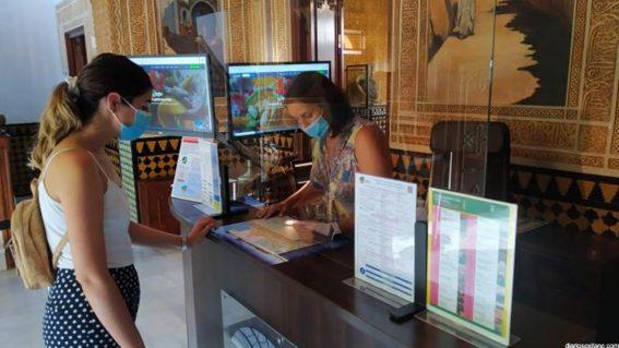 Las oficinas de turismo de Almuñécar La Herradura triplican el número de visitantes este verano con 2020.