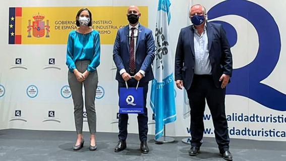 Almuñécar ha recibidoen Madrid las Banderas «Q de Calidad Turística» para cuatro playas sexitanas.
